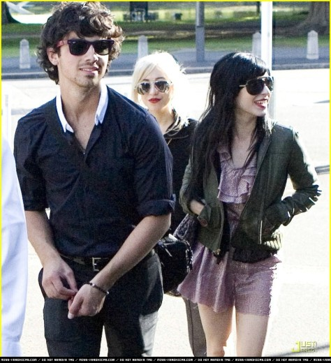 joe-jonas-the-veronicas-07